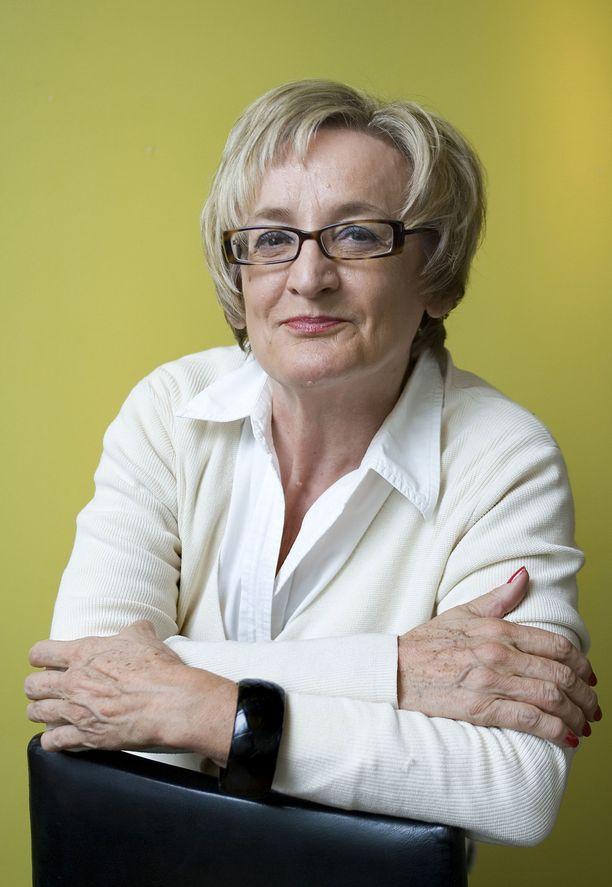 Toimittaja Anna-Kaisa Hermunen kuoli maanantaina.