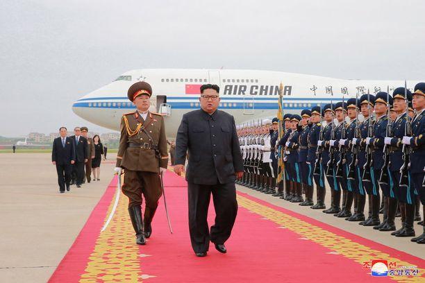 Kim Jong-un sai kunniavartion palatessaan Singaporesta Pjongjangiin viime keskiviikkona.
