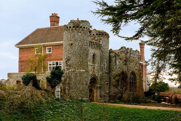 Benington Lordshipsin rakennukset eivät ole avoinna yleisölle, mutta puutarhaan on pääsy tiettyinä aikoina.