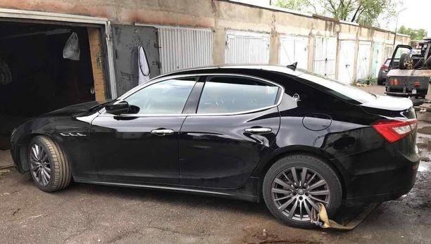 Tampereella koeajoon otettua luksusautoa ei palautettu autoliikkeeseen, vaan poliisi löysi sen autotallista Tallinnasta.