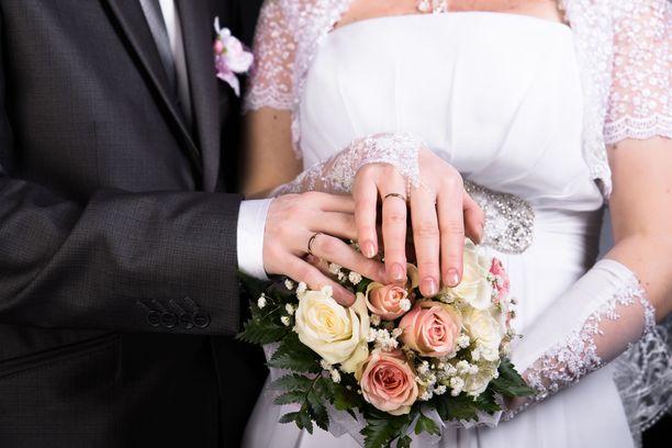 Nainen kertoi menneensä miehen kanssa nopeasti naimisiin, koska epäili sairastavansa syöpää. Kuvituskuva.