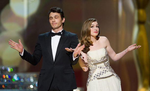 Anne Hathaway ja James Franco juonsivat gaalan.