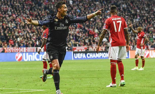 Cristiano Ronaldo viimeisteli Real Madridin 2-1-voittomaalin.