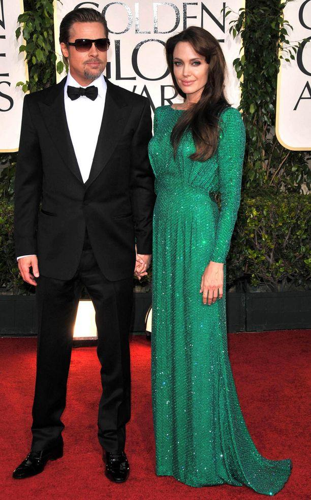 Bradilla ja Angelinalla on kuusi lasta.