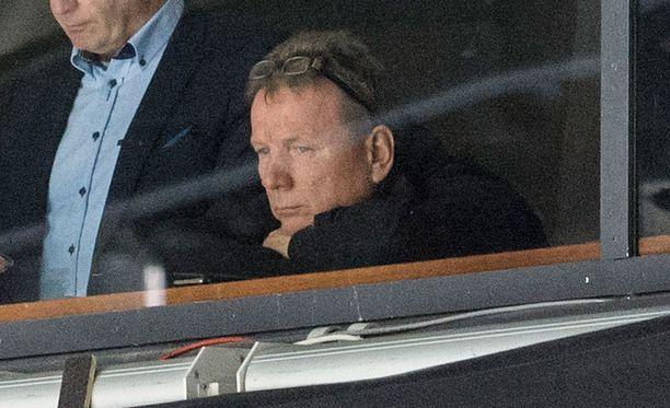Kiekko-Espoon päävalmentajakin toiminut Martti Merra on tuttu näky kiekkokatsomoissa. Kuva Bluesin ottelusta viime joulukuulta.