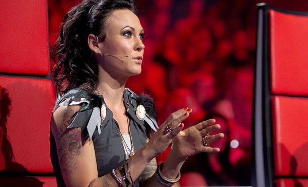 Paula Koivuniemi ja Lauri Tähkä astuivat sivuun kahden kauden jälkeen. Mira Luoti on kuvannut kesän ajan The Voice Kids -ohjelmaa, joten formaatti on ainakin jo tuttu.