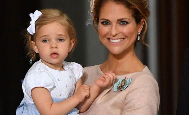 Prinsessa Madeleinen tytär Leonore on jo kahden vuoden ikäinen.