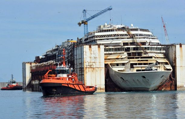 Costa Concordia ajoi karille kolme vuotta sitten Giglion saaren edustalla.