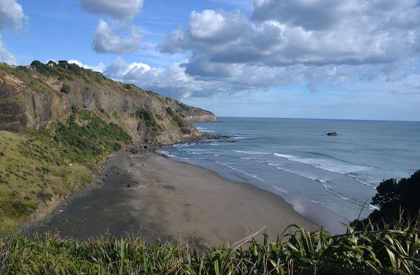 Muriwai, Uusi-Seelanti: Parinkymmenen kilometrin mittainen musta ranta on ratsastajien ja riippuliitäjien suosima ulkoilukohde.