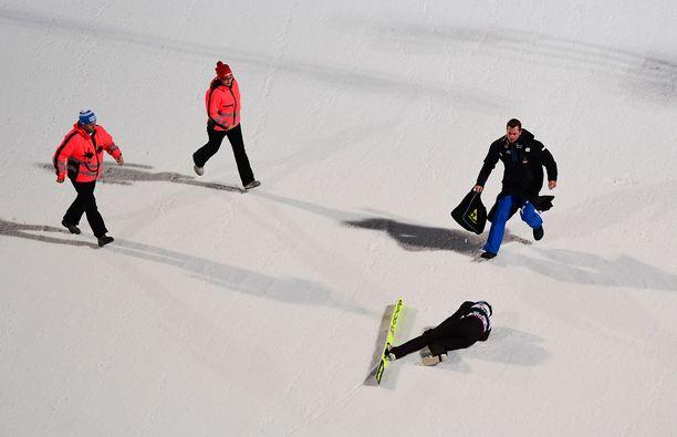 Thomas Aasen Markeng kaatui Klingenthalissa ikävännäköisesti.