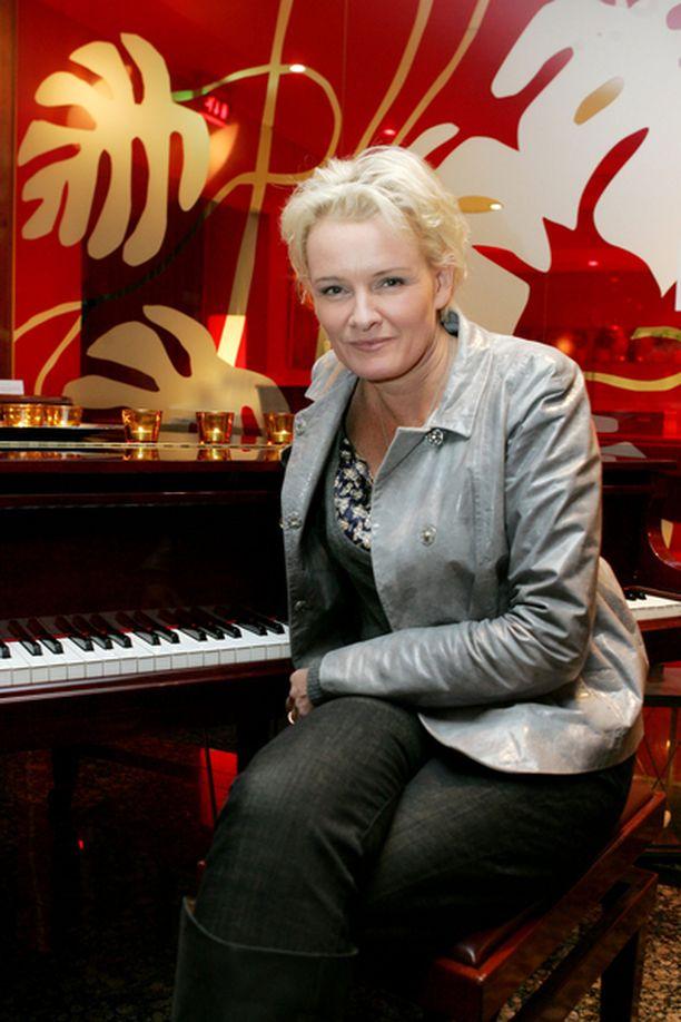 Eva Dahlgren esiintyy Huvila-teltassa kahtena iltana.