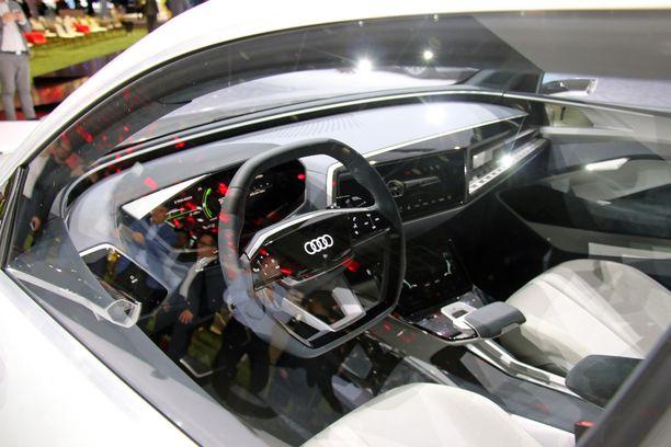 Audi Elainen ohjaamo on jo valmiin tuntuinen ikkunan läpi kuvattuna. Konseptiauton ovet olivat lukossa.