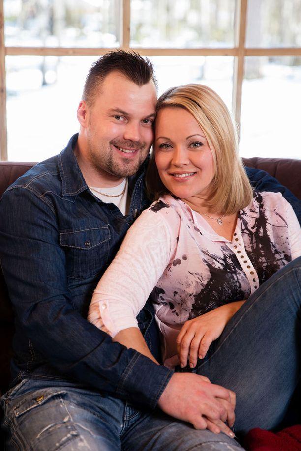 Koskelon ja tangokuningatar Heidi Pakarisen kihlaus purkautui kaksi kuukautta sitten. Pari ei ole ollut tekemisissä eron jälkeen.