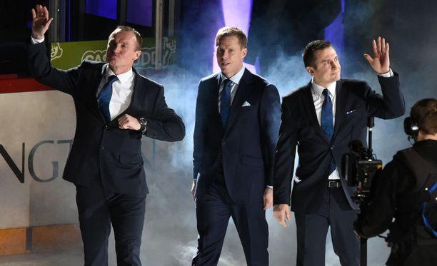 Jere Lehtinen, Saku Koivu ja Ville Peltonen saivat paitansa Hartwall Arenan kattoon.