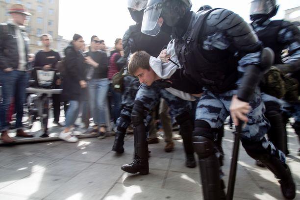 Moskovassa osoitettiin mieltä viime lauantainakin. Satoja ihmisiä otettiin kiinni.