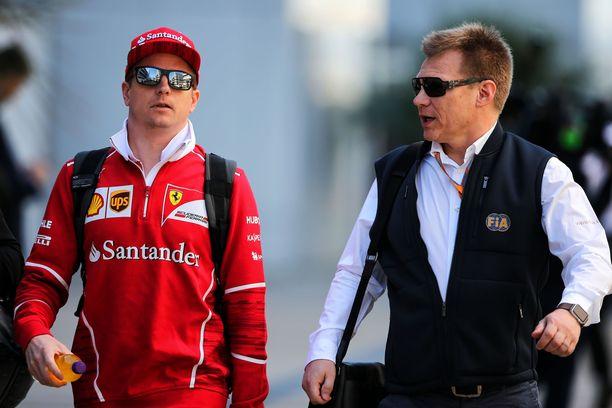 Salolla (oik.) on hyvät välit myös nykykuskeihin. Silti esimerkiksi Kimi Räikkönen on saanut häneltä rapsuja.