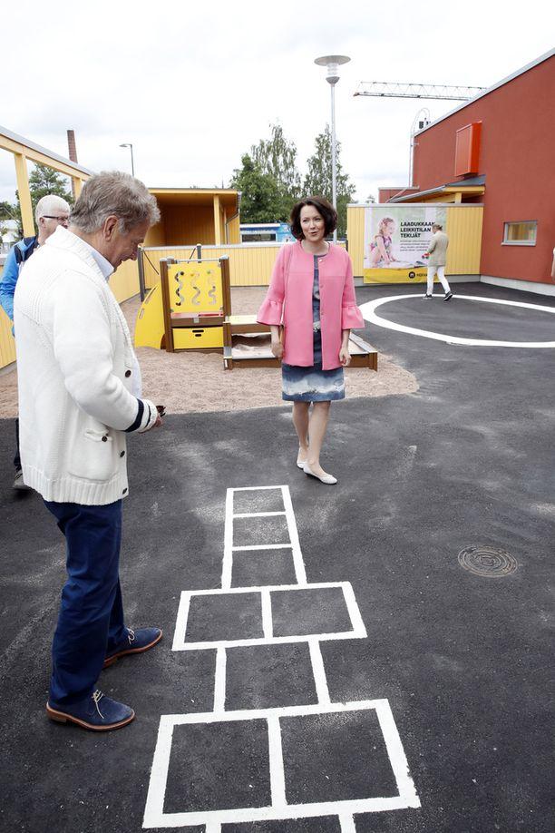Sauli Niinistö intoutui Porin asuntomessuilla myös ruutuhyppelyyn, mistä venäläinen uutistoimisto ryhtyi piikittelemään.