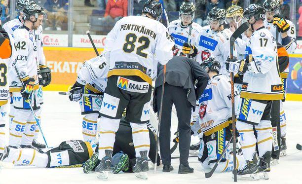 Sebastian Aho loukkaantui Raumalla viime torstaina.