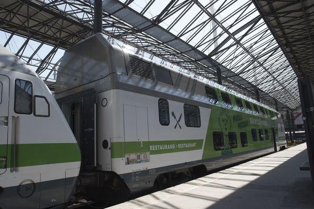 Intercity65-junassa kuuluneen kolahduksen ja matkustajille tuntuneen tömähdyksen syytä selvitetään Otkesin alustavassa tutkinnassa. Kuvituskuva.