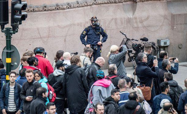 Ulkoministeri Timo Soini (ps.) kertoo ulkoministeriönTwitter-tilillä, että ministeriö on avannut tilannehuoneen Tukholman tapahtumien vuoksi. Soinin mukaan suomalaisten tilannetta selvitetään. Kuvituskuva.