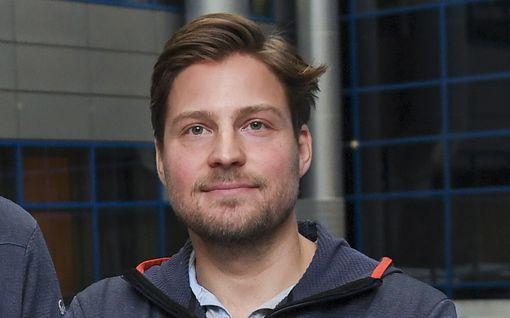 Koronaan sairastunut suomalaisvalmentaja sai vihdoin luvan lähteä kotiin – haluaa jatkaa nykyisessä työssään