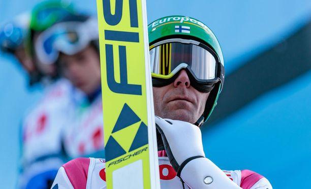 Janne Ahonen ei yltänyt toiselle kierrokselle maailmancupin avauskisassa.