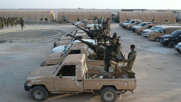Turkin tukemia Syyrian armeijan joukkoja valmistautumassa hyökkäykseen kurdialueelle.