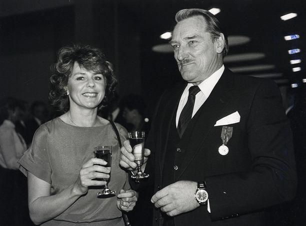 Pirkko Mannola ja Åke Lindman uutena vuotena 1985.
