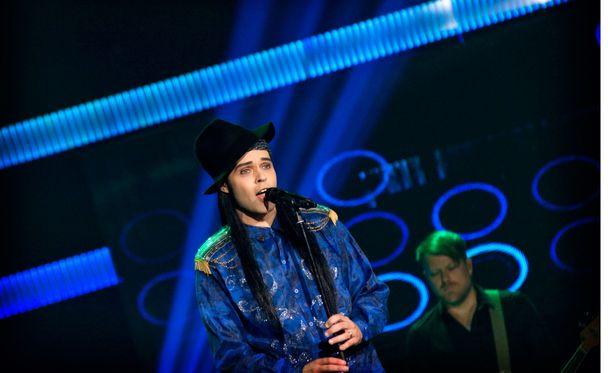 Mitä muuta tämä mies voisi laulaa kuin Michael Jacksonia?