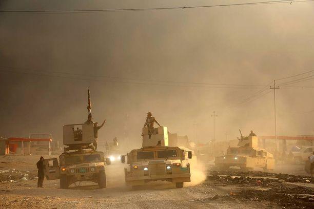 Mosulin 1,5 miljoonaa asukasta ovat joutumassa Isisin ihmiskilviksi maajoukkojen edetessä kohti kaupunkia.