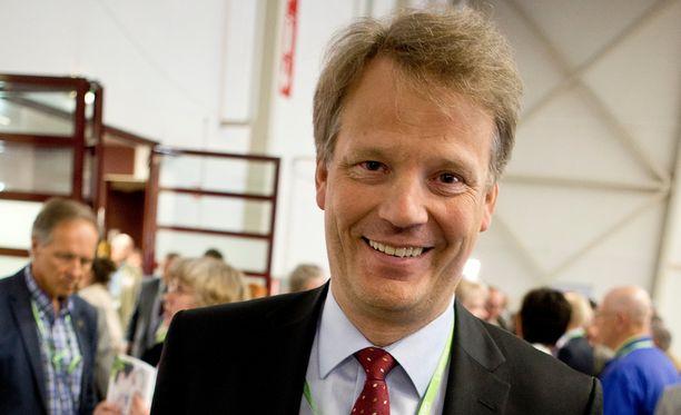 Hannu Takkula on toiminut kansanedustajana Lapin vaalipiiristä 1995-2004, EU-parlamentin jäsenenä 2004-2014 ja uudelleen vuodesta 2015.
