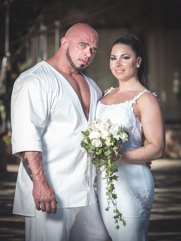 Bull Mentula ja Maru-rakas vihittiin tänä kesänä.