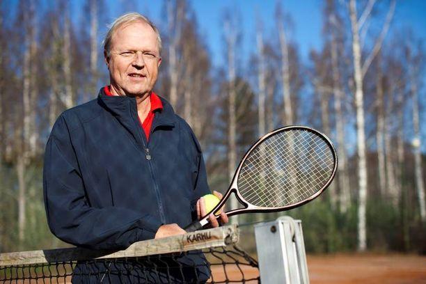 Juhani Kukkonen ei ole paljoakaan miettinyt sitä, miksi syöpä osui omalle kohdalle. Niin vain joskus joillekin käy.