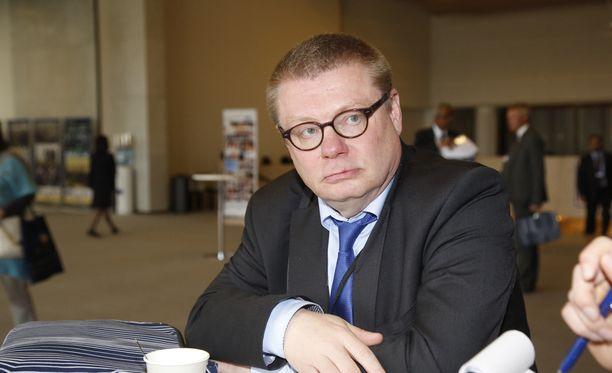 Yleisradion hallintoneuvoston puheenjohtaja, perussuomalaisten kansanedustaja Kimmo Kivelä kiistää, että Yleisradion journalismiin kohdistuisi painostusta hallintoneuvoston taholta.