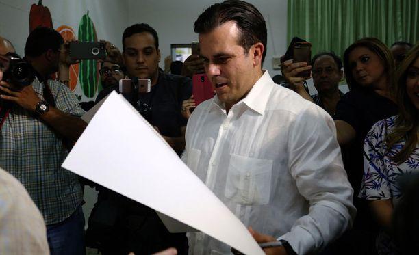 Puerto Ricon kuvernööri Ricardo Rossello äänesti osavaltioaseman puolesta sunnuntaina.
