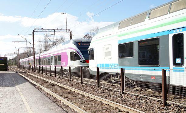 Junaliikenne myöhästelee Helsingissä maanantaina aamupäivällä. Kuvituskuva.