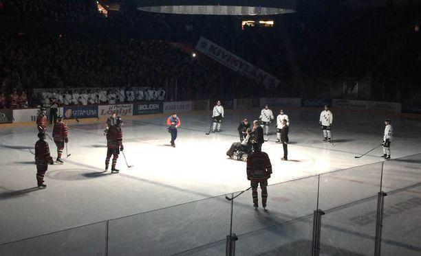 Jaroslav Otevrel pudotti avauskiekon Ässien ja TPS:n ottelussa.