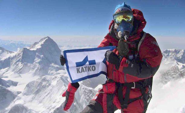 Hyryläinen saavutti Mount Everestin huipun toisena suomalaisnaisena vuonna 2010.