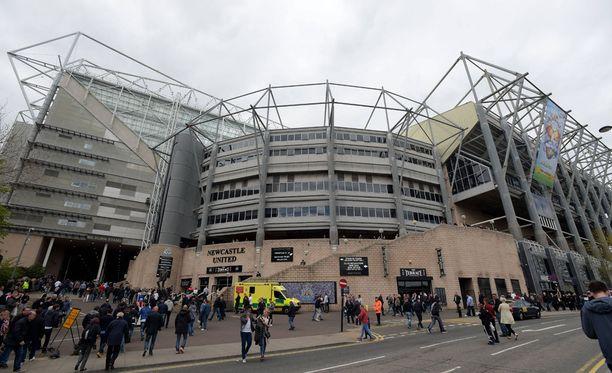 Poliisi selvittelee jalkapalloiluun liittyvää veronkiertoa Englannissa ja Ranskassa. Yksi ratsia kohdeseuroista oli Valioliigaan ensi kaudeksi palaava Newcastle United.