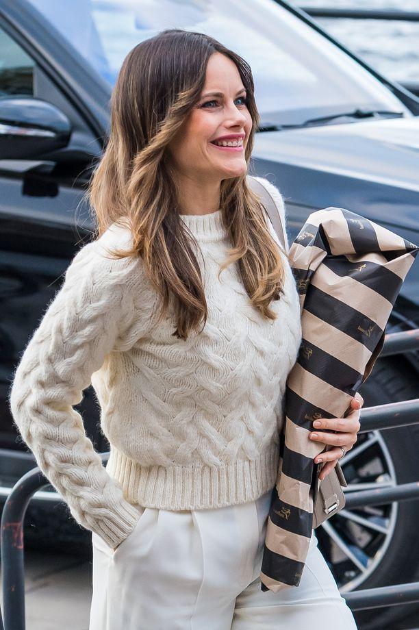 Sofian pehmoinen neulepusero on nappivalinta siistiin syystyyliin.