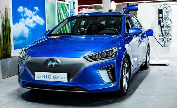 Huollon sijaisautoksi on tarjolla Hyundai Ioniq Electric -täyssähköautoja.