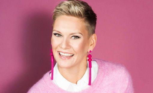 Viime vuonna Heidi juonsi suuren Syöpäsäätiön Roosa nauha -illan kulttuuritalo Martinuksessa, tänä vuonna hän juonsi Roosa nauha -kampanjan avaustilaisuuden.