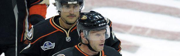 The Hockey News kirjoittaa, että Teemu Selänne ja Saku Koivu saattavat olla kaupan.