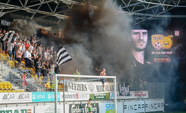 VPS-kannattajaryhmä Geezers Hietalahti ja savumeri.