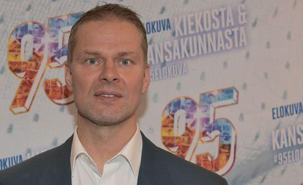Valmentaja Juha Ylöstä ajaa eteenpäin sama tavoite kuin jääkiekkoilija Juha Ylöstäkin: olla joka päivä parempi kuin eilen.