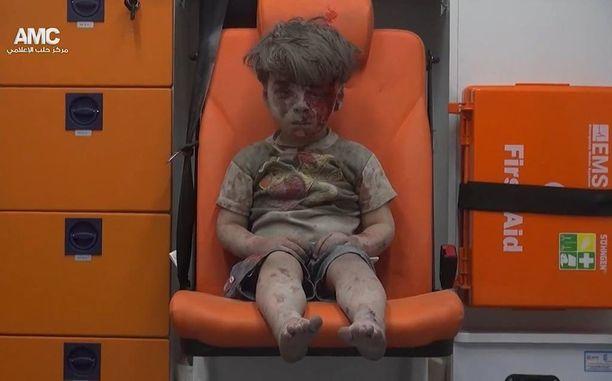 """""""Perheenisän sydäntä raastavat kuvat haavoittuneista ja kuolleista lapsista"""", Orpo kirjoittaa blogissaan."""