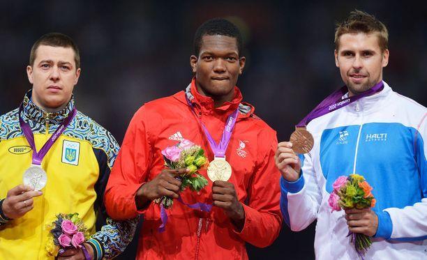Oleksandr PPjatnytsya, Keshorn Walcott ja Antti Ruuskanen Lontoon palkintopallilla.
