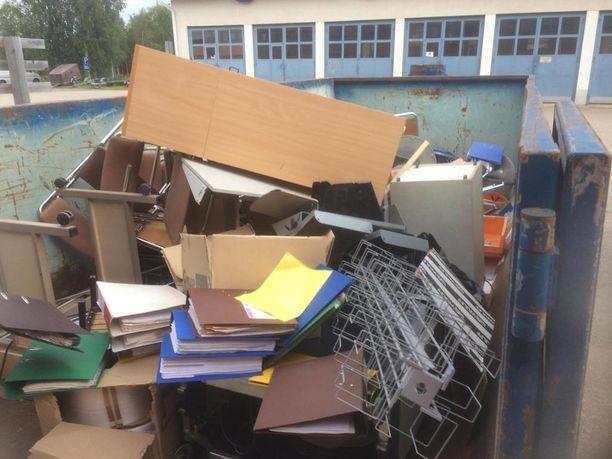Postin käyttämältä jätelavalta löytyi erittäin arkaluontoista materiaalia.
