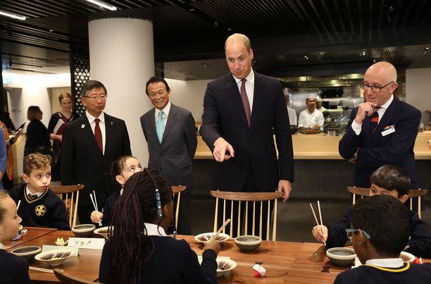 Prinssi Williamin seurueeseen kuului myös japanilaisia ministeritason vieraita.