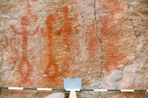 Kirkkonummen Juusjärven maalauksessa on selvästi erottuvia ihmishahmoja.